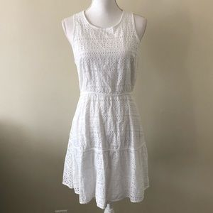 Gap white short sleeve dress size 06